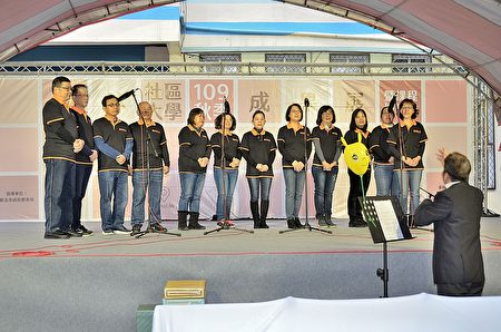 輕鬆學唱歌團員演唱.JPG