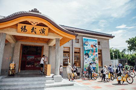 屏東縣政府推出屏東小旅行299 玩到飽,以公共自行車P-bike串聯舊城、市場、萬年溪和勝利星村等,規劃4條文青走讀路線,邀民眾輕鬆體驗百年小城的觀光軟實力。