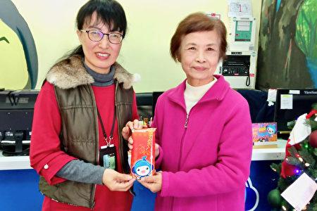 台长陈裕美与主任徐燕萍合影。