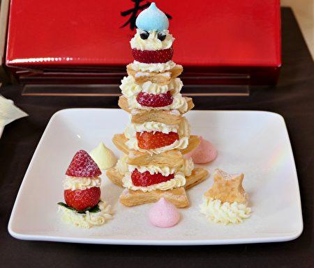 """""""莓好时光DIY下午茶组"""",则可让客人自己做派皮再和甜美的草莓、奶油组合成不同造型的甜品,体验融合文创与手作的乐趣!"""