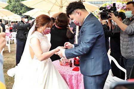 集团结婚仪式。