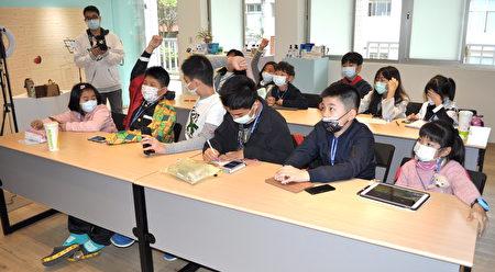 「小小網紅培訓班」個個興趣高昂,課堂爭相發問。