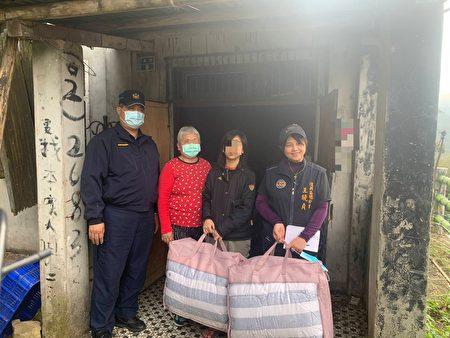 大溪警協助公益團體,送愛心至復興區原鄉部落部分弱勢族群、獨居老人。