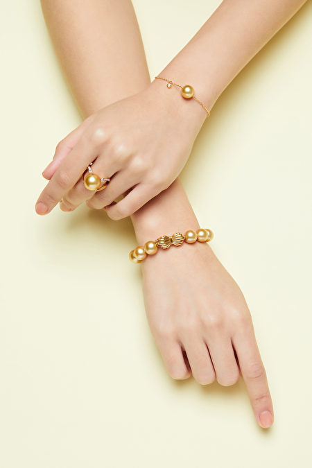MIKIMOTO献上南洋黄金珍珠首饰。