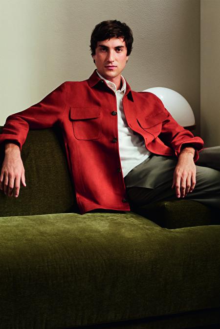 LORO PIANA献上丽晶独家亚麻及真丝休闲赤红色外套。