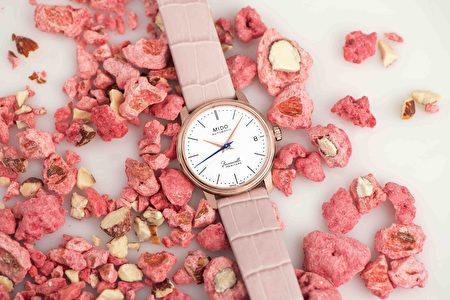 玫瑰金与雾粉色为穿搭增加桃花运。
