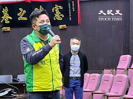 台南市议员李启维致词。