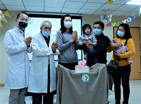 茂盛醫院29日為游太太準備生日蛋糕,提前一天慶生,蛋糕上印有兒女的合照。