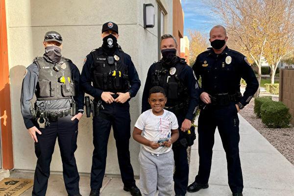 美6岁童钱包被盗超心疼 警员如数赠一新的