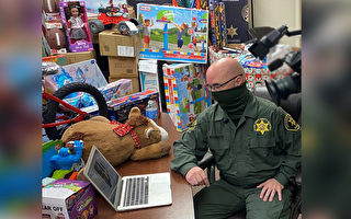 47年前遭棄 加州副警長回饋庇護所大量禮物