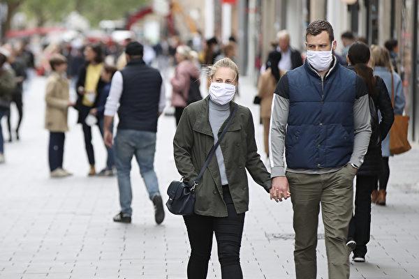 在新冠病毒大流行以來,「群體免疫」一詞就不斷被提起。(Alexander Hassenstein/Getty Images)
