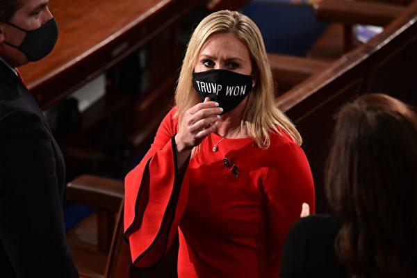 民主党人欲将弹劾拜登的女议员挤出委员会