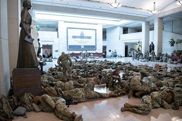 美国新政府害怕美国人民军人驻扎华盛顿