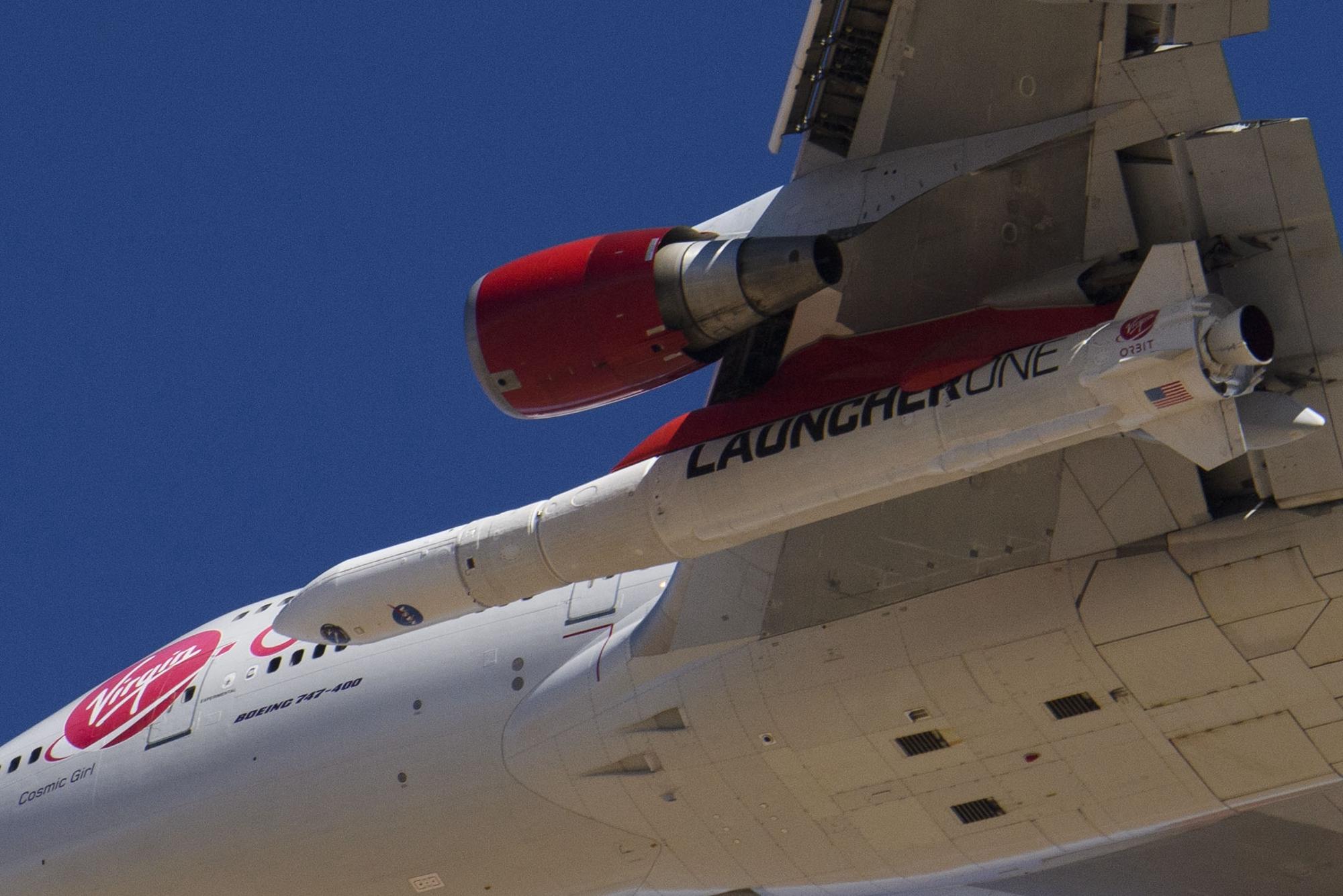 1月17日,维珍集团旗下的维珍轨道公司(Virgin Orbit)首次利用波音747飞机发射火箭,并成功将卫星送上轨道。(PATRICK T. FALLON/AFP via Getty Images)
