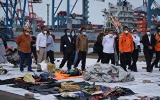 印尼海军搜获失事客机黑匣子 找到更多遗体