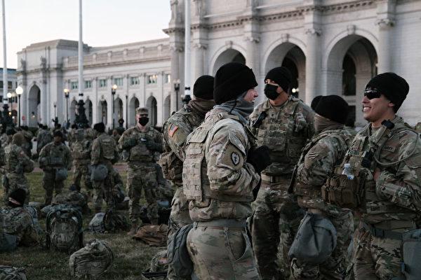 驻华府国民警卫队受粗暴对待 三州长撤兵
