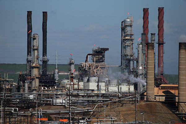 列治文市雪佛蘭煉油廠現火光 引空氣局調查