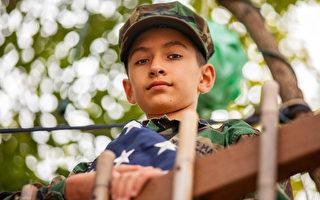 11岁男孩举国旗走120英里 感谢执法人员