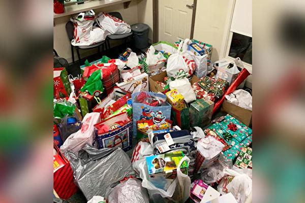 圣诞节前遭遗弃 3岁男童收到满屋爱心礼物