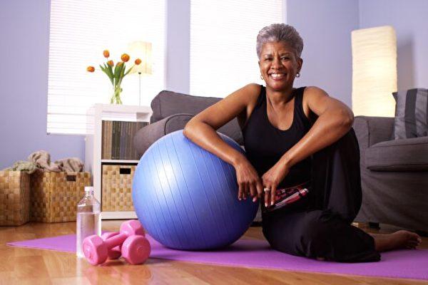 疫情下 在家鍛煉有助老年人提高免疫力