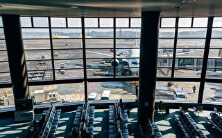 怕感染中共病毒 美国男子躲在机场3个月