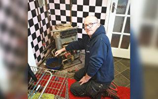 助残疾人和老人 水管工免费帮上万家维修