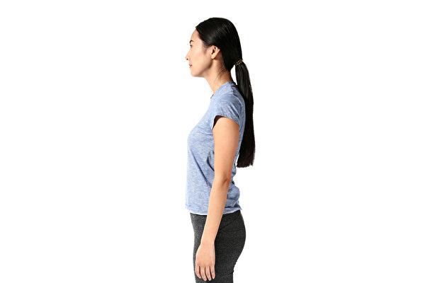 只要掌握一个重点,坐着、站着、做家事等一举一动都能练肌肉。(Shutterstock)