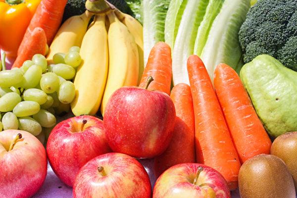 五种颜色的蔬果轮流吃,能吃进全方位营养,帮助抗氧化、抵抗病菌。(Shutterstock)
