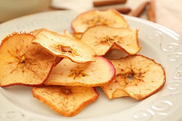 水果乾可以連皮一起吃。果皮的營養價值很高,尤其食物纖維更是豐富。(Shutterstock)