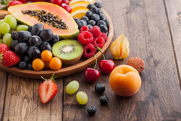 吃水果不一定養生,3類體質多食易疲累、水腫。(Shutterstock)