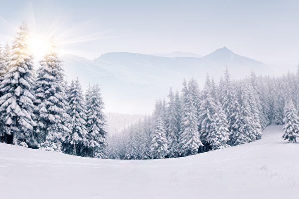 为什么在正常情况下 雪是白色的?