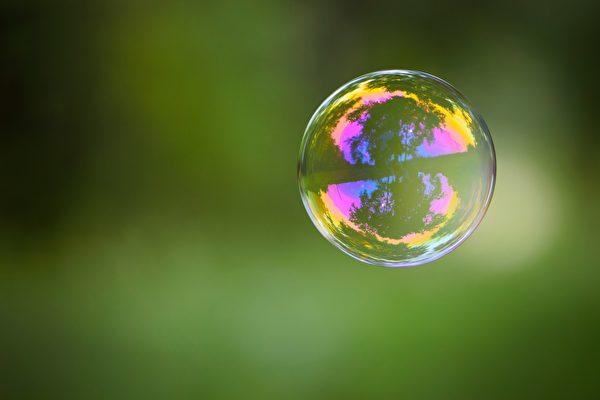 大泡泡裡吹出783顆小泡泡 台男創世界紀錄
