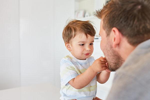 【爸媽必修課】培養自信 尊重孩子不是逗他玩