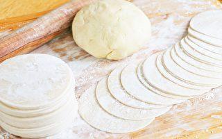 【美食天堂】3种擀饺子皮方法~这么和面最好吃!