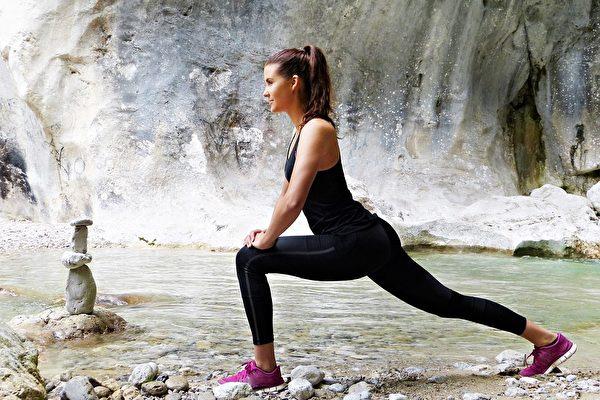新研究:伸展运动比步行更益于降血压
