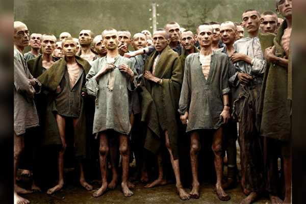 组图:上色大屠杀黑白照 摄影师望历史不重演