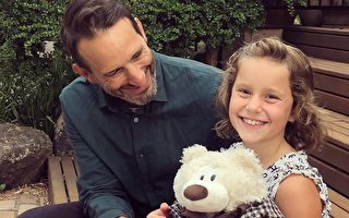 一只泰迪熊一百万 澳洲父亲为慈善机构筹款