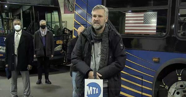 紐約大都會運輸署因大雪減少車次 籲公眾儘量不出門