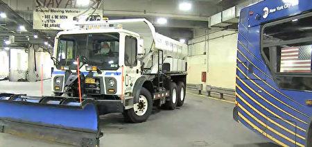 MTA派出掃雪設備配合環衛局迎接暴風雪天氣。