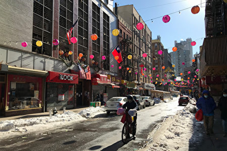 图为2021年2月8日,纽约华埠勿街(Mott St)街景。