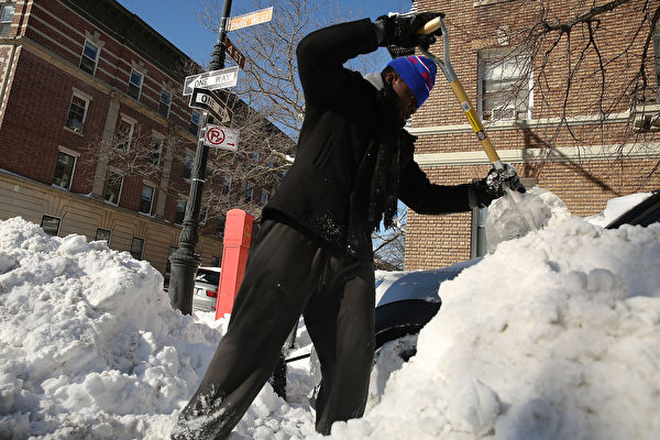 布碌崙华裔餐馆老板铲雪时猝死