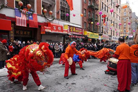 纽约中华公所与属下60侨团邀请舞狮表演作为2021年新春团拜大会的开场。