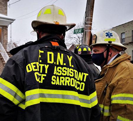 纽约消防局在布朗士爆炸现场。