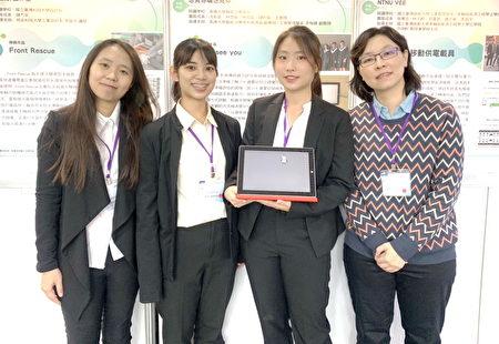 長庚大學職治系黃湘涵老師(右一)用心指導學生獲獎。