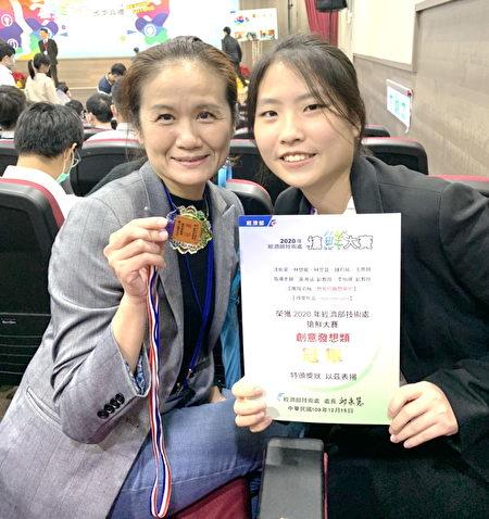長庚大學工商系李怡禛老師(圖左)為職治系同學上了寶貴的跨領域課程。