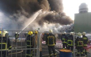 工厂大火浓烟 环保局启动紧急应变持续监控