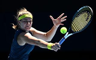 穆霍娃拍落球后巴蒂 闖澳網女單4強