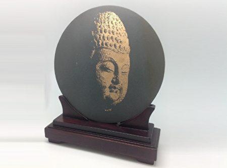 黄秋红影雕佛像