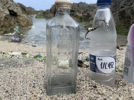 海边所捡回的海漂宝特瓶,台湾环保署再利用制成浔宝衣。