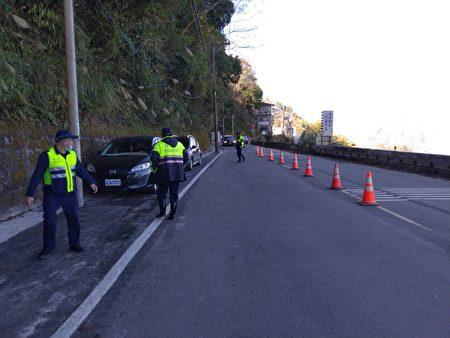 大溪警分局預估將有大量上山賞櫻人潮及車潮,列出連假期間交通疏導措施。
